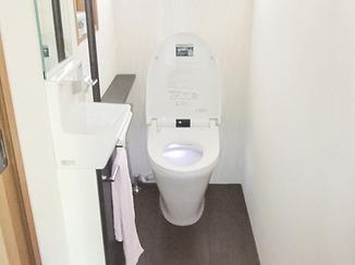 トイレリフォーム バリアフリーで使いやすいタンクレストイレ