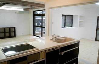 キッチンリフォーム 無垢の床とアイランドキッチン
