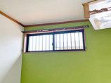 小工事窓新設とアクセントクロスで明るくきれいになったお部屋