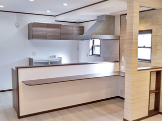 キッチンリフォーム カウンターで気軽に過ごせる、照明&収納にこだわったLDK