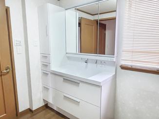 洗面リフォーム 白を基調とした清潔感のある洗面化粧台